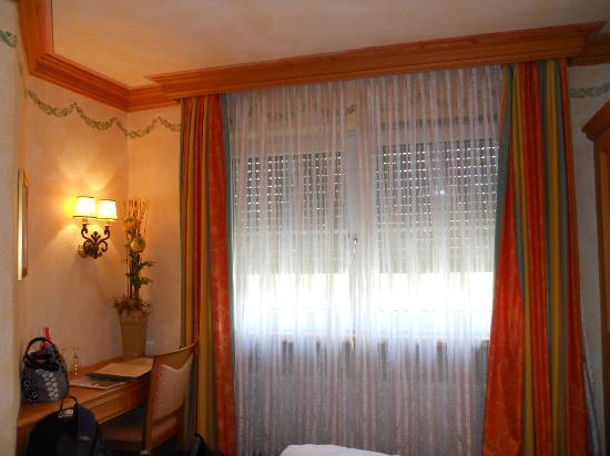 Hotel-Restaurant Gasthaus zum Sternen: Bedroom Room 2