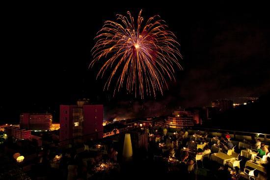 Hotel Maya Alicante: Terraza Atico Noches de Fuegos