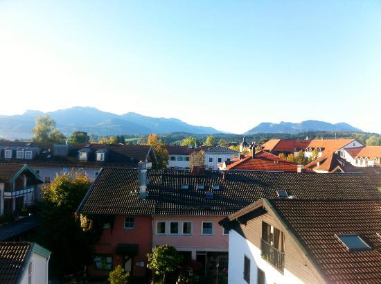 Bayerischer Hof: Blick aus der 4. Etage auf die Berge