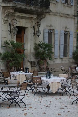 Le Chateau des Alpilles: Courtyard