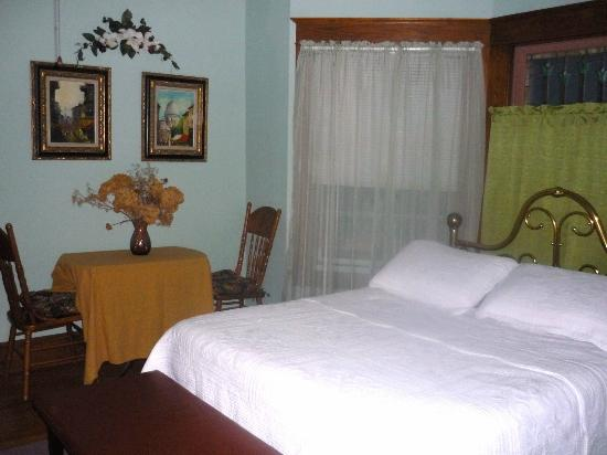 1922 Starkey House Bed & Breakfast Inn: First Floor LaChambre