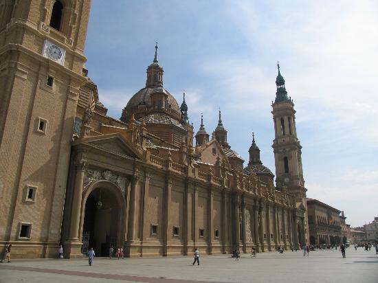 Basilica de Nuestra Senora del Pilar: Exterior facade