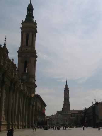 Basilica de Nuestra Senora del Pilar: Basilica exterior