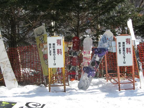Echo Valley Ski Area : スノボ置き場が有料?