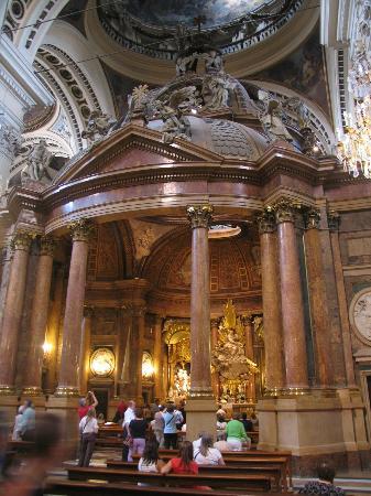 Basilica de Nuestra Senora del Pilar: Main alter view