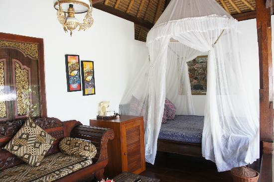 Puri Mas Boutique Resort & Spa: Queen-sized day bed on the left terrace