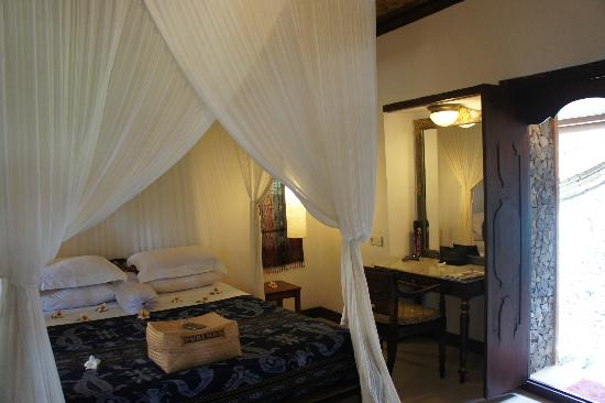 Puri Mas Boutique Resort & Spa: Deluxe room 2 with door leading to outdoor toilet