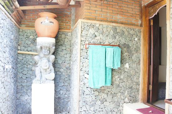 Puri Mas Boutique Resort & Spa: Outdoor toilet 1