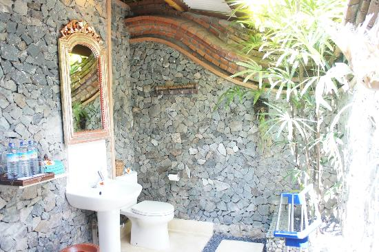 Puri Mas Boutique Resort & Spa: Outdoor toilet 2