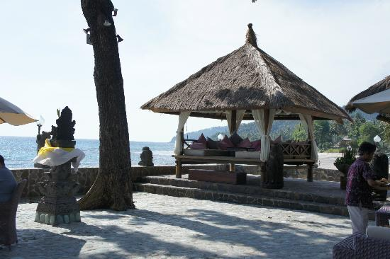 Puri Mas Boutique Resort & Spa: The beachfront verandah