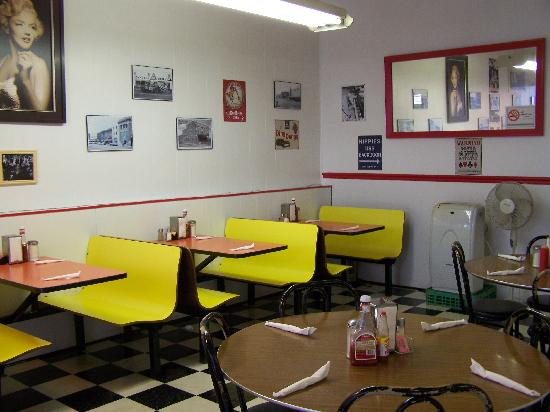 Diner: Booths and Tables