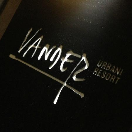 Vander Urbani Resort: Logo - camera 21 small