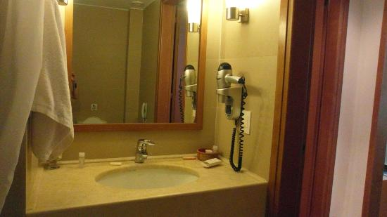 Asterion Hotel: Junior suit bathroom