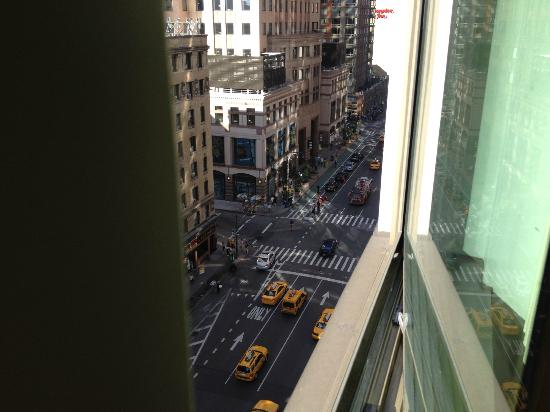 Hilton Garden Inn Times Square : View from Room 11th floor