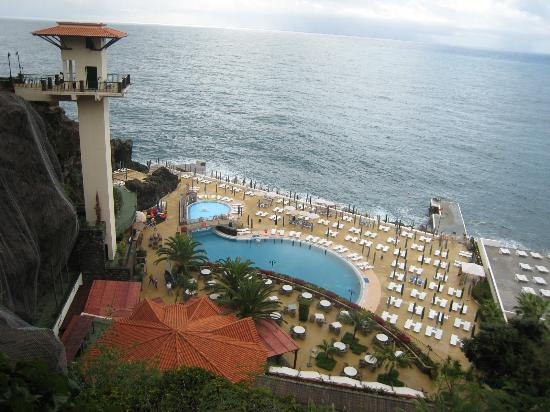 Hotel The Cliff Bay: Looking down from Garden