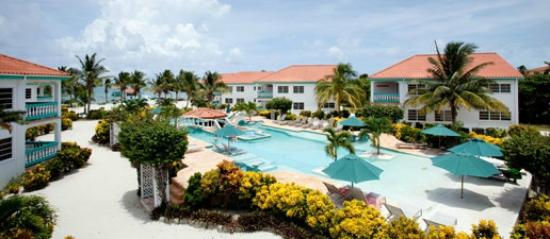 Belizean Shores Resort: pool and bar area