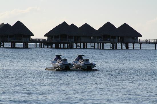 Le Meridien Bora Bora: Overwater bungalows