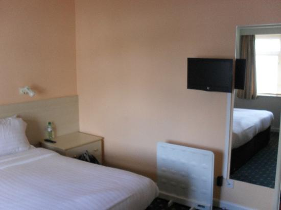 The Norfolk Hotel: Bedroom