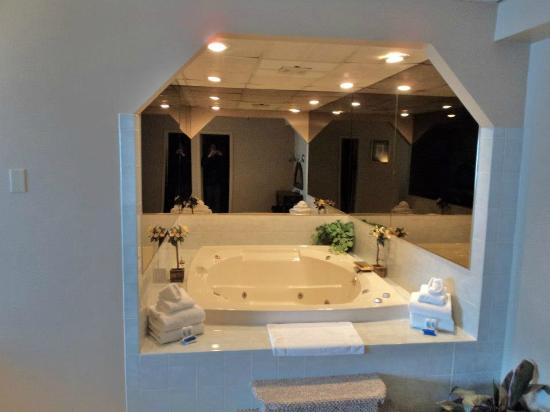 Hudson Valley Resort and Spa: Giant Tub
