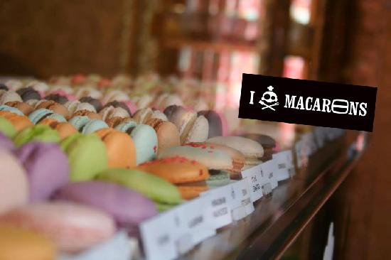 Poptasi Creative Pastry Agency : Macarons in 26 different flavours. 8]x