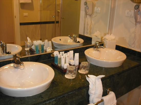 Luxury Bahia Principe Esmeralda: bathroom