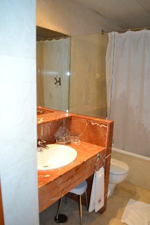 คาทาโลเนีย แกรนเวียโฮเต็ล: Banheiro
