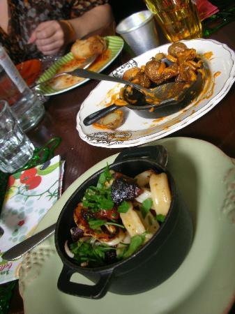 Casa de Pasto da Palmeira: Lulas com chourizo; batatinhas fritas; queques de alheira (ah!!)