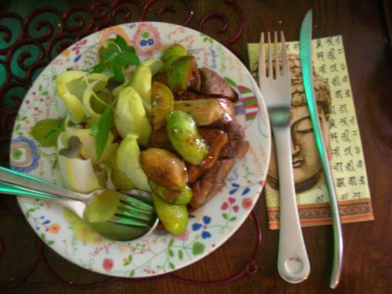 Casa de Pasto da Palmeira: Salada de indivas com figos, uvas, pato e fois gras