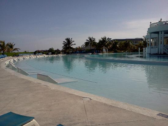 Grand Palladium Jamaica Resort & Spa: Main pool and swimup bar