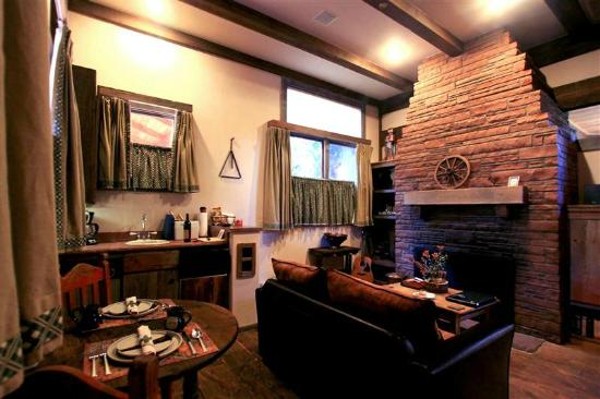 Adobe Village Inn: Lonesome Dove Living Area