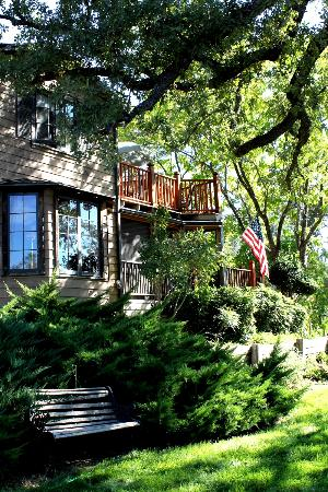 Poppy Hill Bed and Breakfast: Beautiful setting