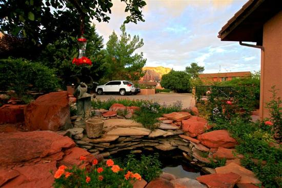 Adobe Village Inn: Gardens to Parking