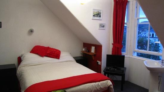 Ascot Guest House: Zimmer im Dachgeschoss