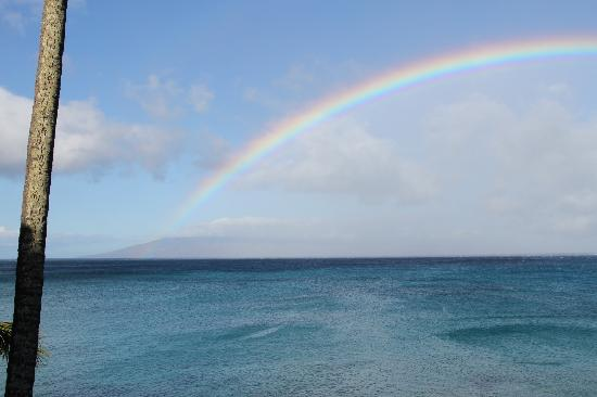 Napili Kai Beach Resort: Rainbow off our lanai