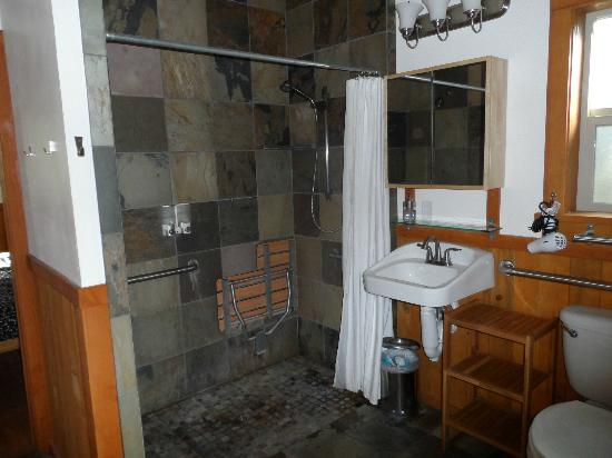 Green Springs Inn: double shower heads