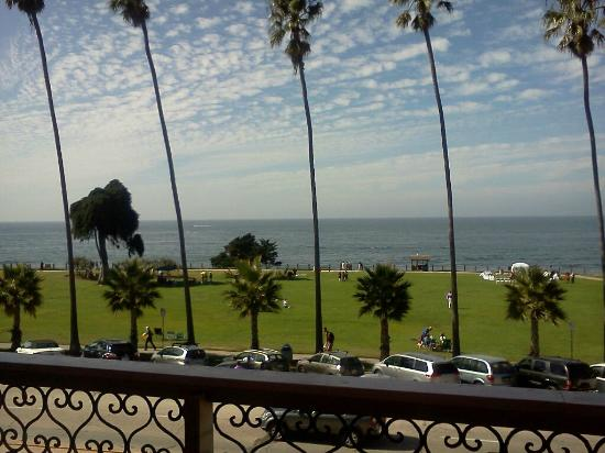 La Jolla Cove Hotel & Suites: here is what I saw when I first walked onto the balcony for the first time.