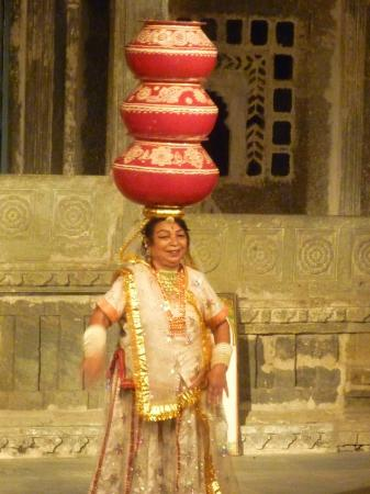 Bagore ki Haveli: solo dance