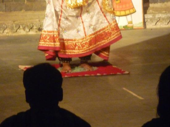 Bagore Ki Haveli: dancing on glass