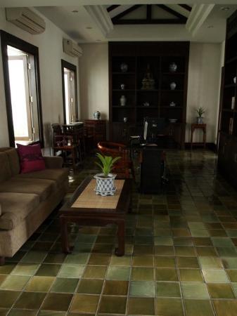 Bodhi Serene Hotel: Biblioteca y zona internet