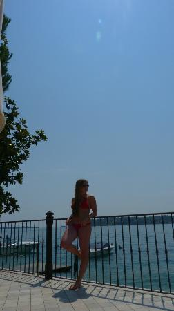 Hotel Spiaggia d'Oro - Charme & Boutique: Pool area 1 m away from the lake:)