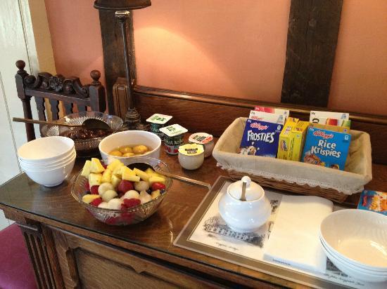 Holly Tree House: Fresh fruit salad every morning