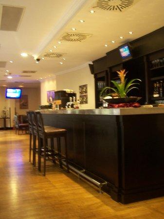 Leonardo Hotel Budapest : de bar