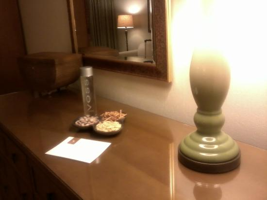 The Phoenician, Scottsdale: Tasty snacks and wonderful Voss water to make our stay pleasant.