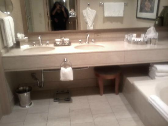 The Phoenician, Scottsdale: Bathroom