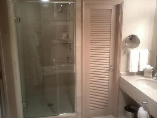 The Phoenician, Scottsdale: Shower closet