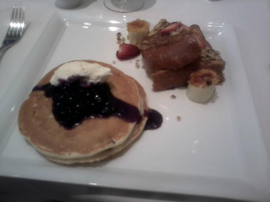 The Phoenician, Scottsdale: I wanted to taste both breakfast options so pancakes AND french toast. Lol