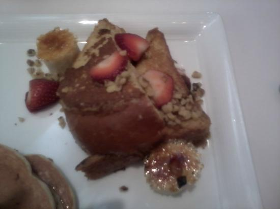 The Phoenician, Scottsdale : French Toast with Bananas Foster topping and fresh strawberries
