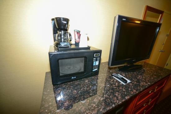Holiday Inn Lincoln - Downtown: microwave/TV