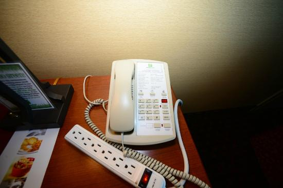 Holiday Inn Lincoln - Downtown: Phone