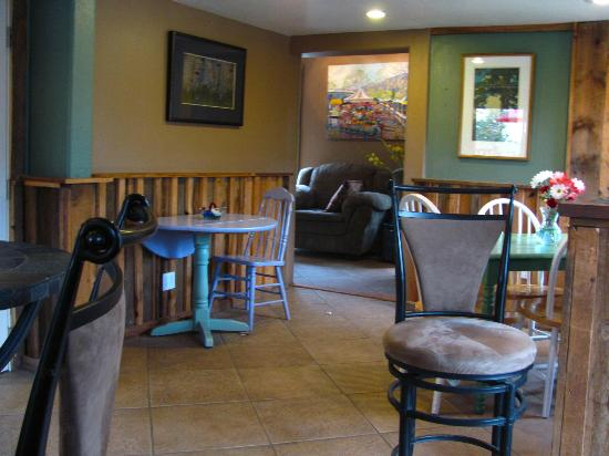 Tapestry of Life Coffee House: Inside
